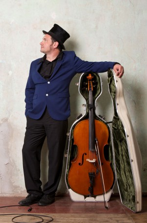 Christoph Schenker (cello, loops, comp.)